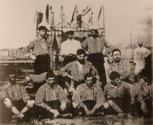 """Formazione del Vicenza Calcio nel campionato del 1906 (photo tratta dal libro """"Le Due Divise"""" di Anna Belloni)"""