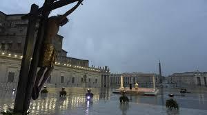 Papa Francesco durante la celebrazione del 27.03.2020