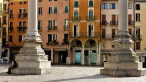 basamento delle due colonne in piazza dei Signori a Vicenza
